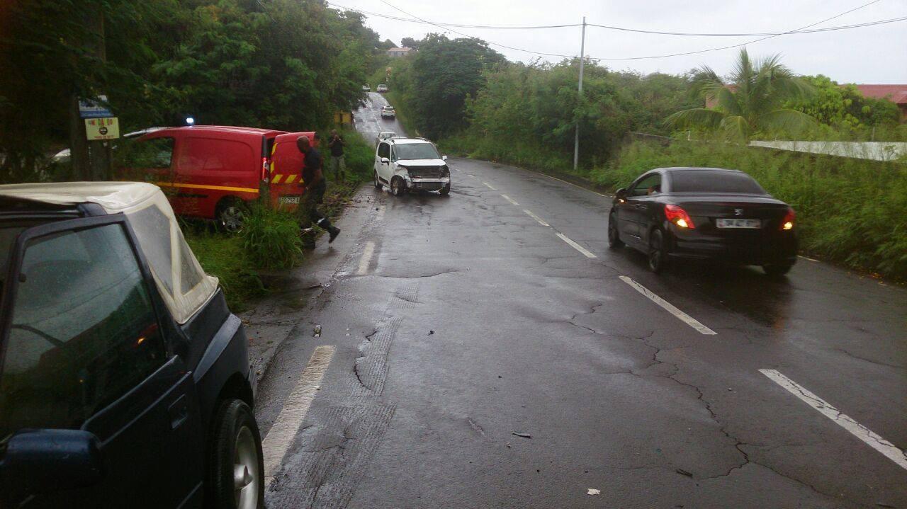 GUADELOUPE. Accident de la circulation à Vieux habitants. Deux voitures sont en cause