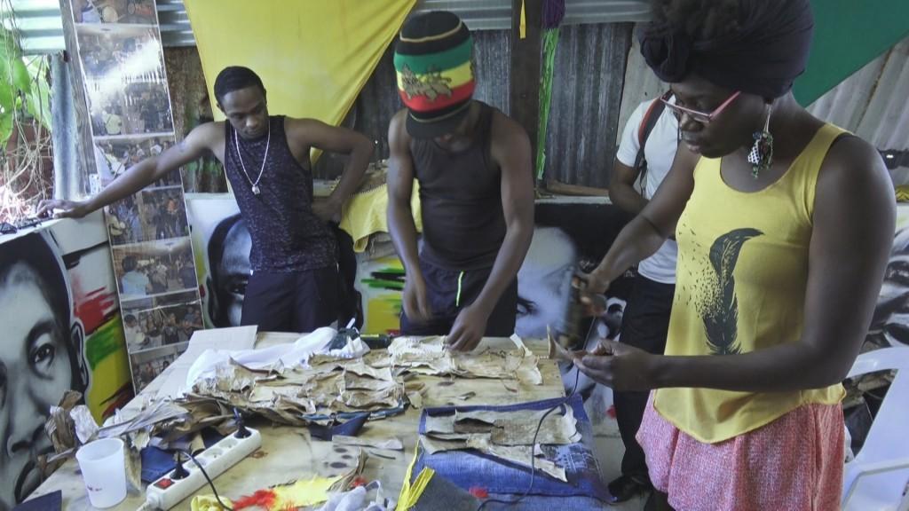 [Vidéo]GUADELOUPE. Rencontre avec Coralie FEBRISSY de creoletrip.com qui fabrique des costumes pour le carnaval.