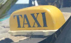 mayotte 41 v hicules de taxis contr l s sur les 70 titulaires d une licence source kwezi. Black Bedroom Furniture Sets. Home Design Ideas