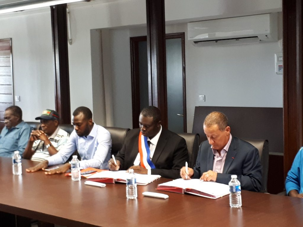 GUYANE. Signatures de conventions FEADER pour le développement de la commune d'APATOU