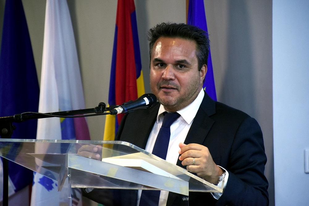 REUNION. Didier Robert dit « avoir négocié le gel de la taxe sur les carburants pour tous les Réunionnais » (Source Freedom)