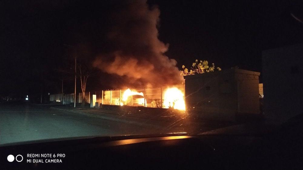 [ vidéo] Tension ce jeudi soir quartier Chaudron .Plusieurs voitures incendiées