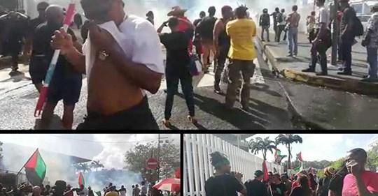 [Vidéo] Martinique Échauffourée à Fort de france entre Forces de l ordre et manifestants lundi soir ( Victor MONLOUIS)