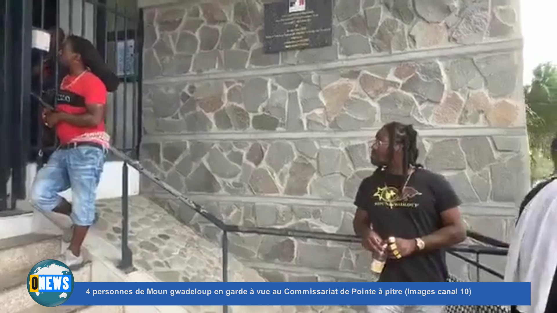 [Vidéo] Onews Guadeloupe. 4 personnes de Moun gwadeloup en garde à vue au Commissariat de Pointe à pitre (Images canal 10)