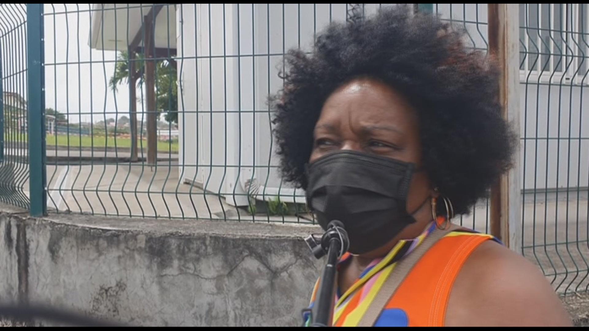 [Vidéo] Martinique. Faut il récupérer l'eau de pluie (micro trottoir kmt)