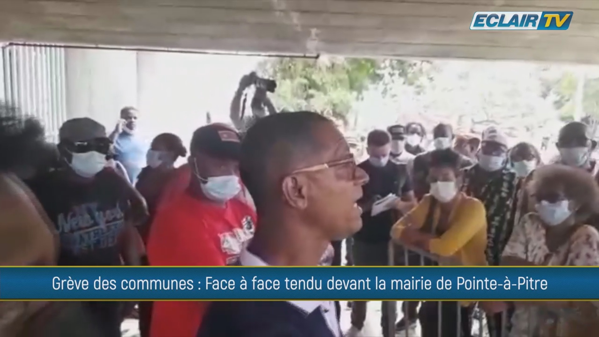 Onews Guadeloupe. Tension sociale ce lundi devant la Mairie de Pointe à Pitre (Eclair Tv)
